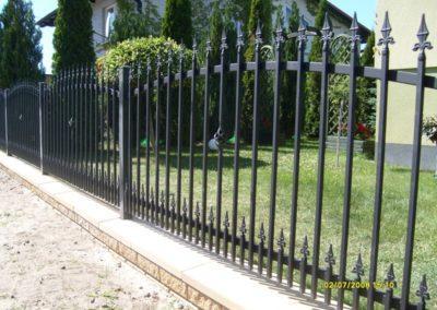 ogrodzenie frontowe zdobione