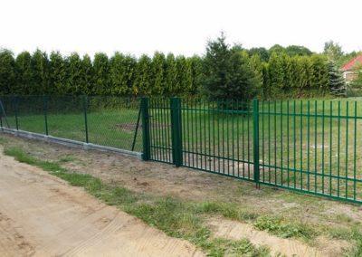 ogrodzenie z siatki na podmurówce wraz z bramą i furtką